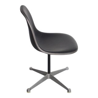 Charles Eames for Herman Miller Desk Chair in Original Black Vinyl, USA For Sale