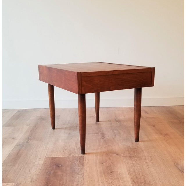 Mid 20th Century Mid-Century Modern American of Martinsville End Tables - a Pair For Sale - Image 5 of 10