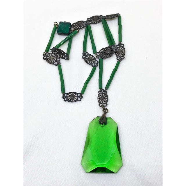 1920s Deco Era Green Faceted Glass Pendant Necklace For Sale - Image 4 of 6