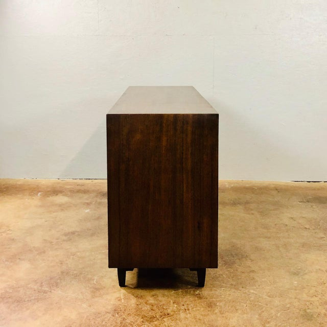 "Drexel 1960s Mid Century Modern Milo Baughman for Drexel ""Perspective Series"" Credenza For Sale - Image 4 of 8"