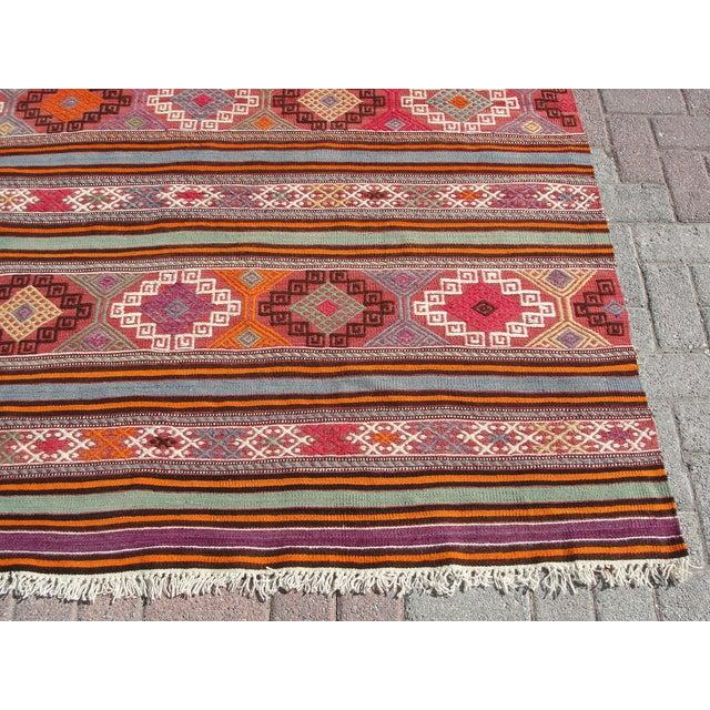 "Vintage Turkish Kilim Rug - 5'5"" x 8'7"" For Sale - Image 9 of 11"