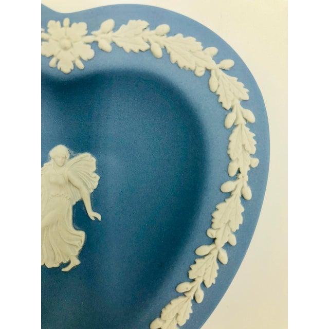 Wedgwood Jasperware Blue and White England Wedgewood Miniature Heart Flower Girl Tray Antique For Sale In Los Angeles - Image 6 of 11
