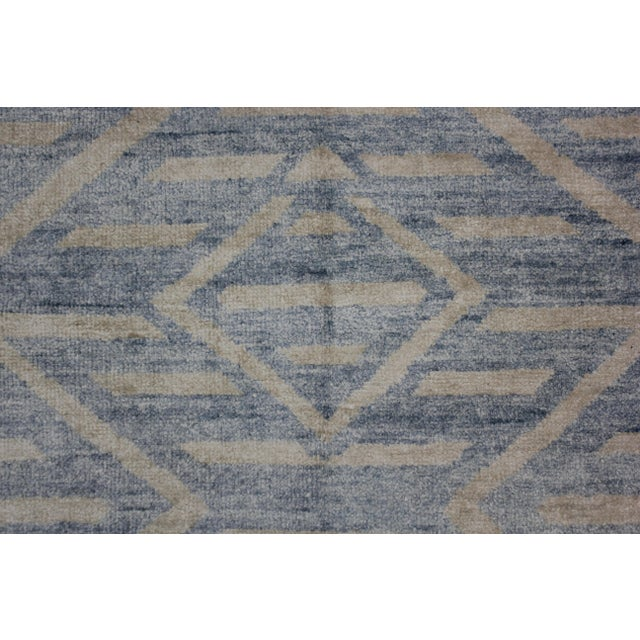 Contemporary Aara Hand Knotted Bamboo Rug- 5′ × 7′ For Sale - Image 3 of 4