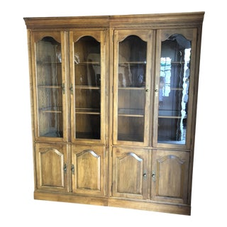 1980s Traditional Ethan Allen 1776 Collection Curio Cabinets - a Pair For Sale