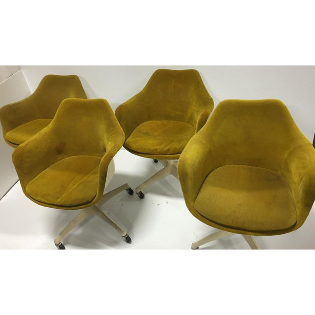 Mid-Century Modern Eero Saarinen for Knoll Rare Swivel Arm Chairs - Set of 4 For Sale - Image 3 of 5