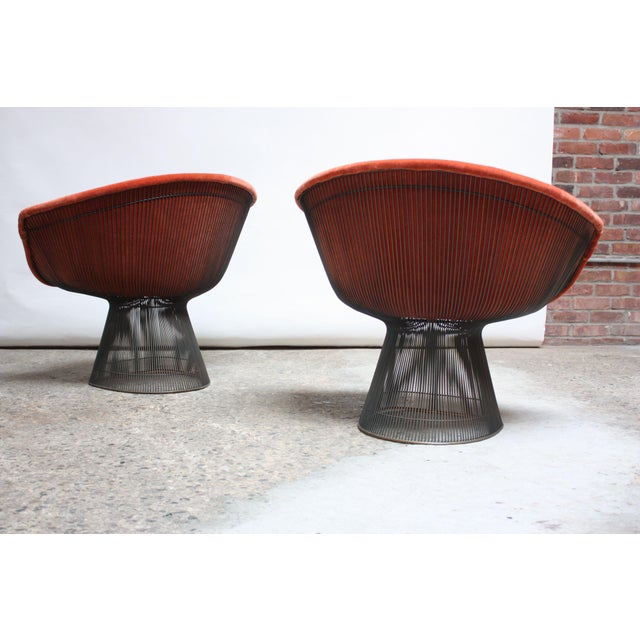 Pair of Warren Platner for Knoll Bronze and Mohair Lounge Chairs With Side Table For Sale In New York - Image 6 of 13