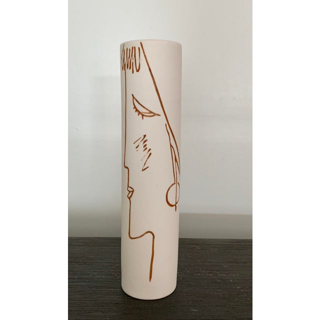 1980's Stoneware Vase With Incised Abstract Female Profile For Sale In New York - Image 6 of 6