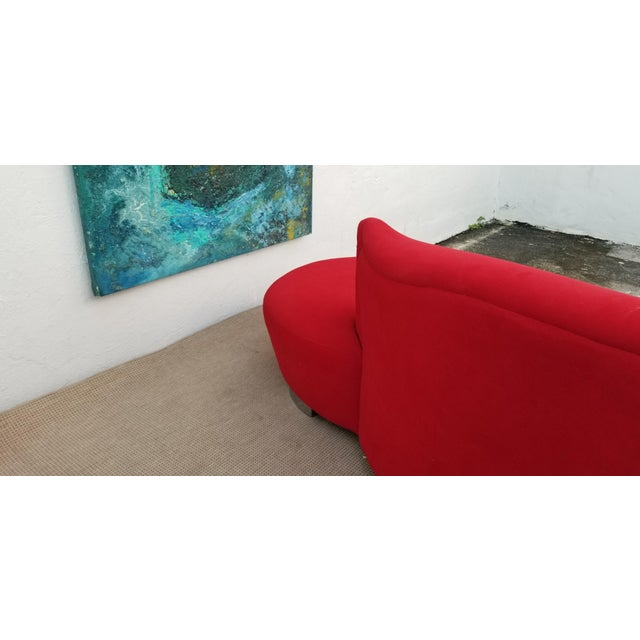 Vladimir Kagan Red Velvet Serpentine Sofa . For Sale - Image 11 of 13