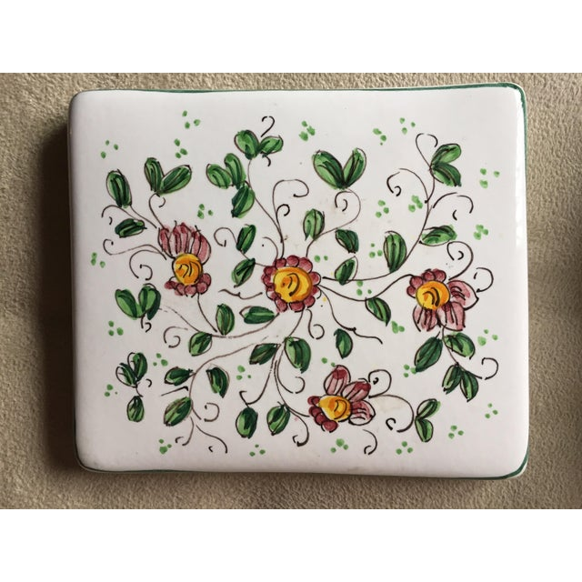 """Vintage Italian Faience Hand-Painted Box-6""""x 5"""" For Sale - Image 4 of 7"""