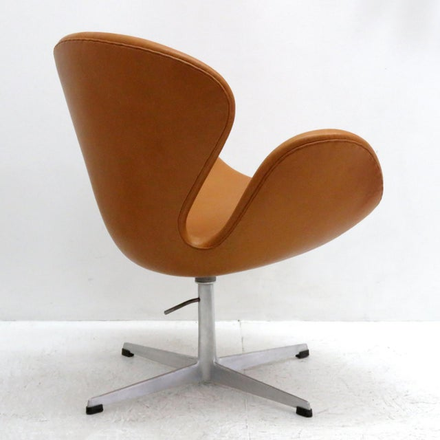 Aluminum Arne Jacobsen Model 3320 Brown Leather Swan Chair For Sale - Image 7 of 13