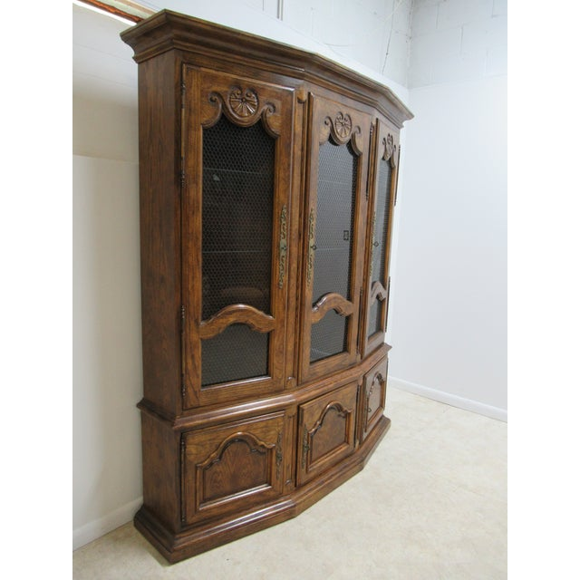 A china cabinet in great shape. minor wear. Please see photos as they are considered part of the description.