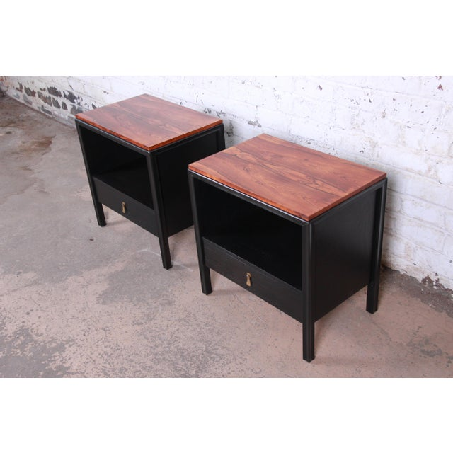 1960s John Stuart for Mount Airy Mid-Century Modern Rosewood and Ebonized Wood Nightstands, Pair For Sale - Image 5 of 13