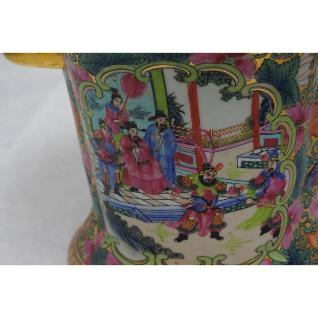 1990s Vintage Chinese Rose Medallion Vase With Gold Handles For Sale - Image 5 of 9