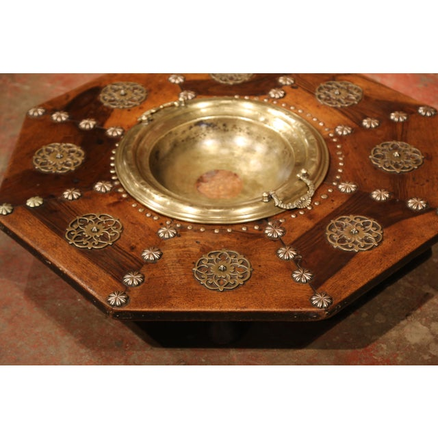 Early 19th Century Spanish Carved Walnut Brasero with Removable Brass Tray Top For Sale In Dallas - Image 6 of 9