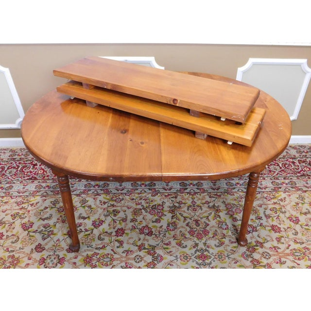 Pine Classic Colonial Style Knotty Pine Oval Dining Table For Sale - Image 7 of 10