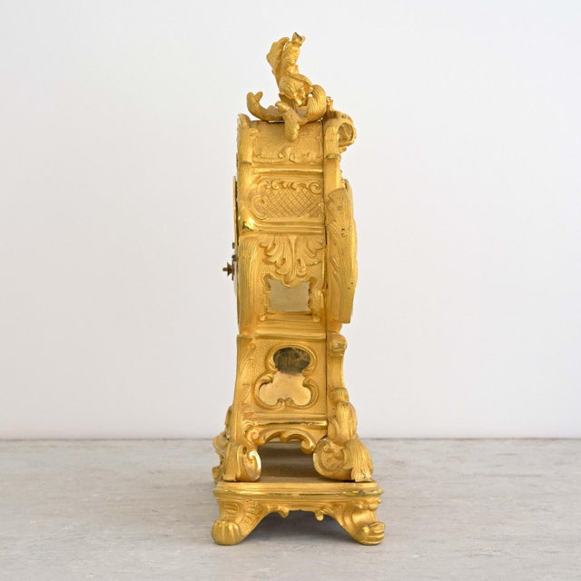 Louis XVI Early 19th Century French Louis XIV Style Ormolu Mantle Clock For Sale - Image 3 of 9