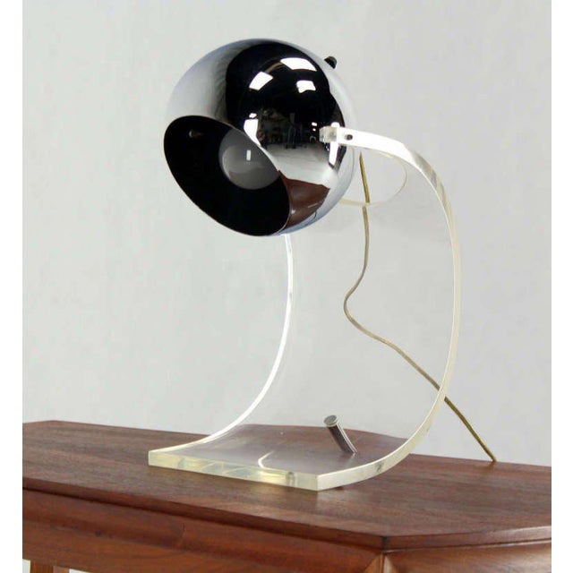 Mid 20th Century Vintage Mid Century Chrome Globe and Lucite Base Table Lamp For Sale - Image 5 of 7