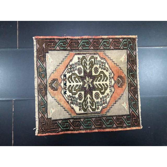 Vintage Turkish Handmade Gray and Beige Small Rug For Sale In Phoenix - Image 6 of 6
