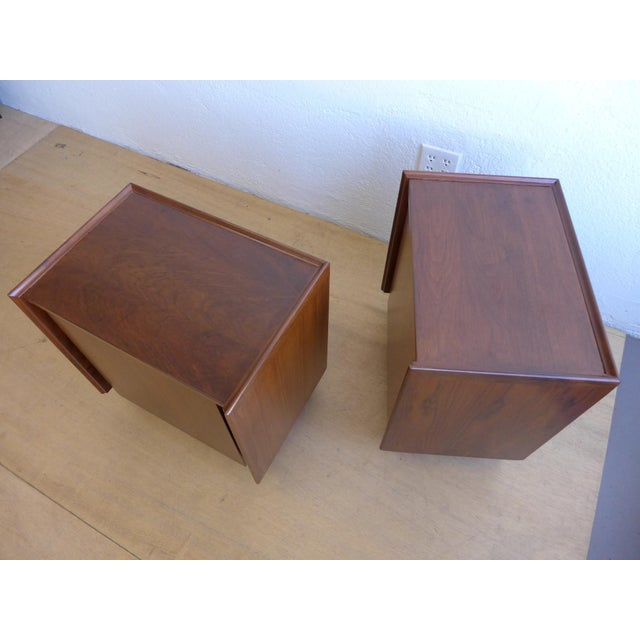 Mid-Century Modern Dillingham Walnut Nightstands - A Pair For Sale - Image 3 of 11