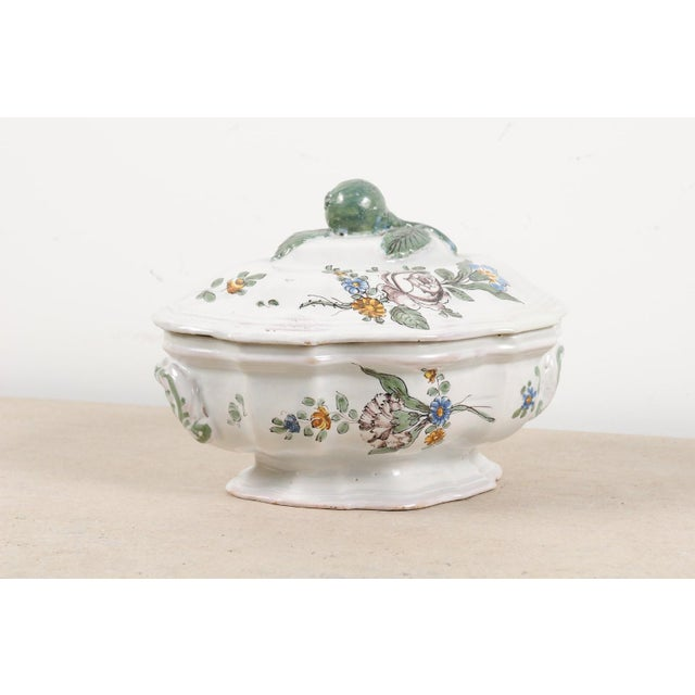 1750s Mid 18th Century French Faience Soup Tureen For Sale - Image 9 of 13