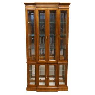 "20th Century Traditional Pulaski Furniture 38"" Illuminated Curio Display Cabinet For Sale"