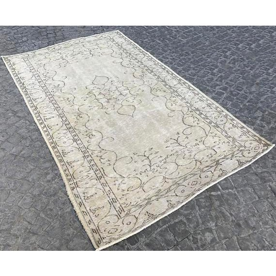 Islamic Handwoven Beige Vintage Anatolian Rug - 5′4″ × 8′7″ For Sale - Image 3 of 6