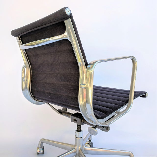 Vintage Eames for Herman Miller Aluminum Group Management Chair For Sale In Sacramento - Image 6 of 7