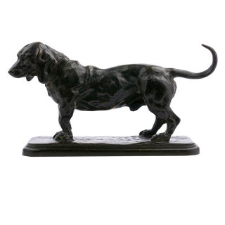 French Bronze Sculpture of a Basset Hound After A. Barye & F. Barbedienne For Sale