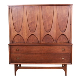 Broyhill Brasilia Mid-Century Modern Sculpted Walnut Gentleman's Chest For Sale