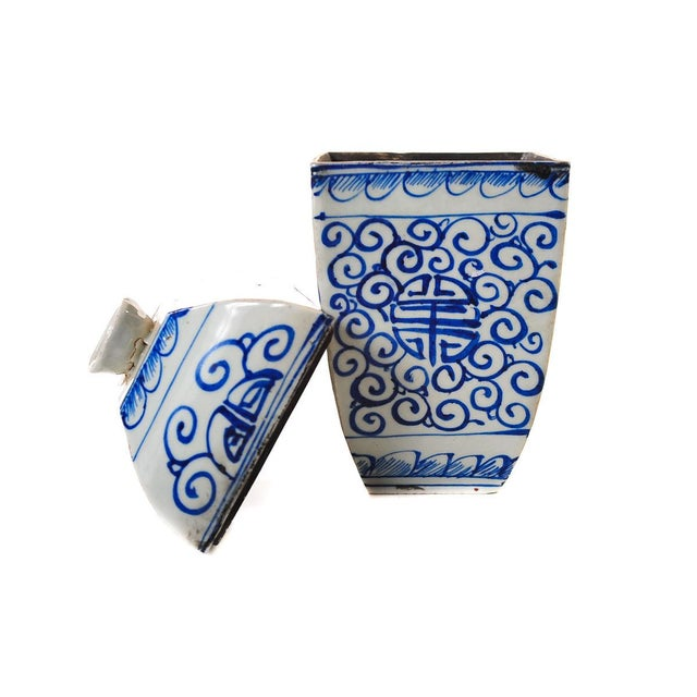 Ceramic Chinese 19th Century Blue & White Urns - A Pair For Sale - Image 7 of 10
