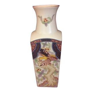 1950s Japanese Imari Ware Porcelain Vase With Bird and Floral Motif For Sale