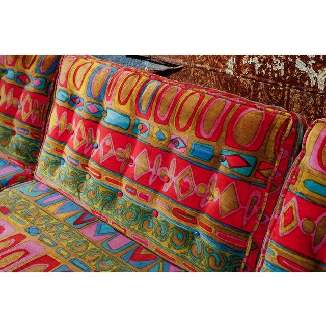 Edward Wormley Dunbar sofa with original Jack Lenor Larsen upholstery For Sale In New York - Image 6 of 11