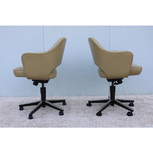 Metal Beige Leather Knoll Eero Saarinen Executive Arm Chair For Sale - Image 7 of 13