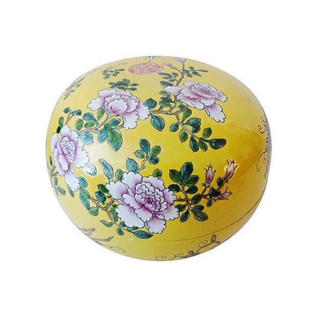 Famille Jaune Large Porcelain Box For Sale - Image 4 of 6