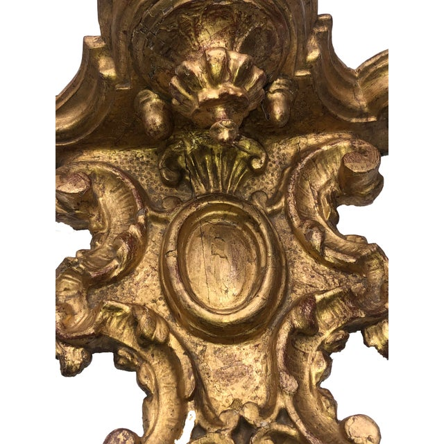 Italian 18th Century Italian Gilt Heavily Carved Bracket For Sale - Image 3 of 8