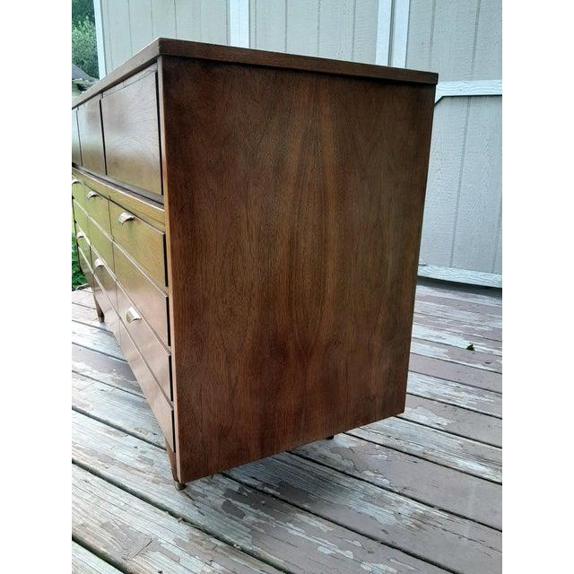Mid Century Modern Hooker Mainline 9 Drawer Walnut Dresser With Mirror For Sale - Image 9 of 13