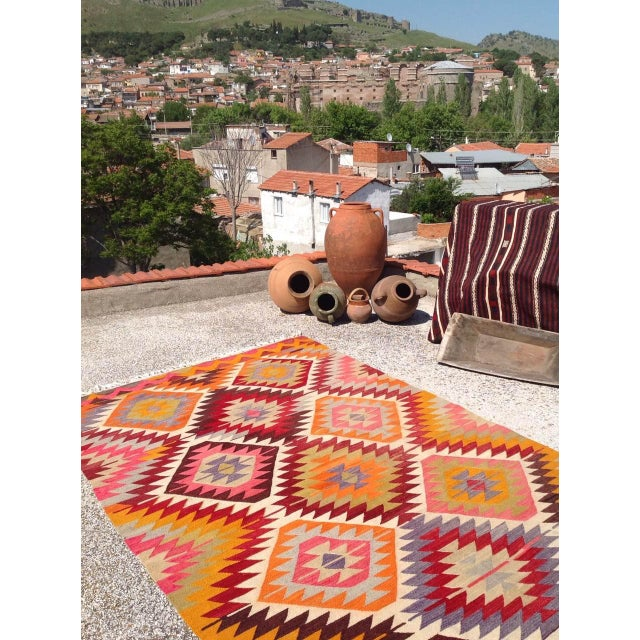 Vintage Turkish Kilim Rug - 5′4″ × 9′ For Sale - Image 4 of 8