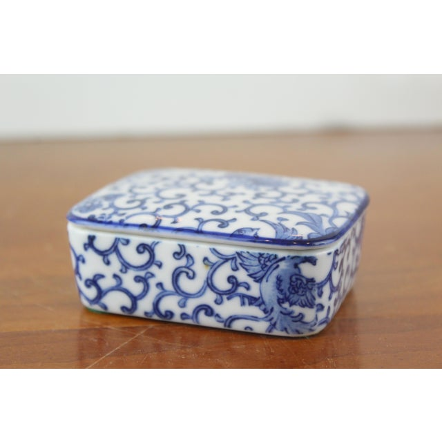 Blue and white Chinese porcelain jewelry box in ivy and pheasant pattern. Made in the mid 20th century.