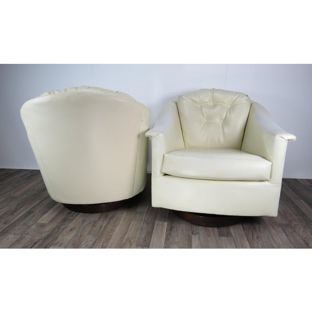 Wood 1970s Mid-Century Modern White Vinyl Swivel Chairs - a Pair For Sale - Image 7 of 13