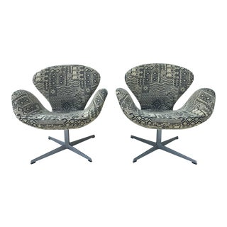 1960s Vintage Arne Jacobsen for Fritz Hansen Mid Century Modern Swan Chairs- a Pair For Sale