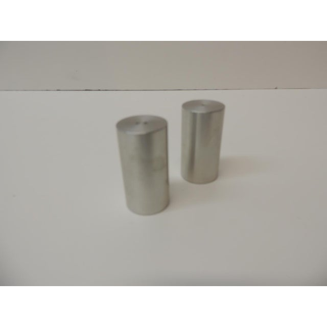 Late 20th Century Tubular Chrome Round Salt and Pepper Shakers For Sale In Miami - Image 6 of 6