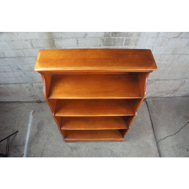 Early American Willett Furniture Golden Beryl Maple Bookcase For Sale - Image 4 of 10