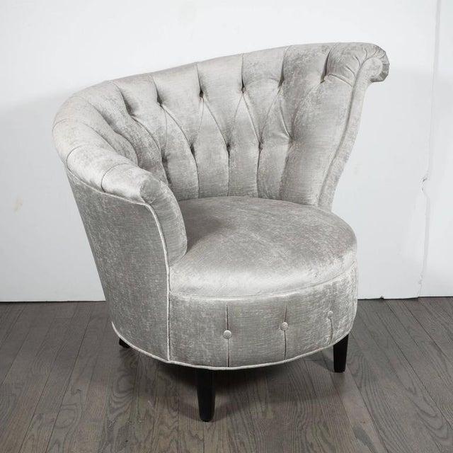 Silver 1940s Hollywood Regency Asymmetrical Tufted Chair in Platinum Velvet For Sale - Image 8 of 11