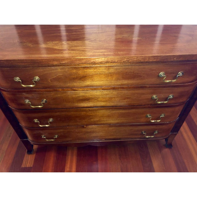 1960s English Traditional Mahogany Bow Front Bachelor's Chest For Sale In Chicago - Image 6 of 12