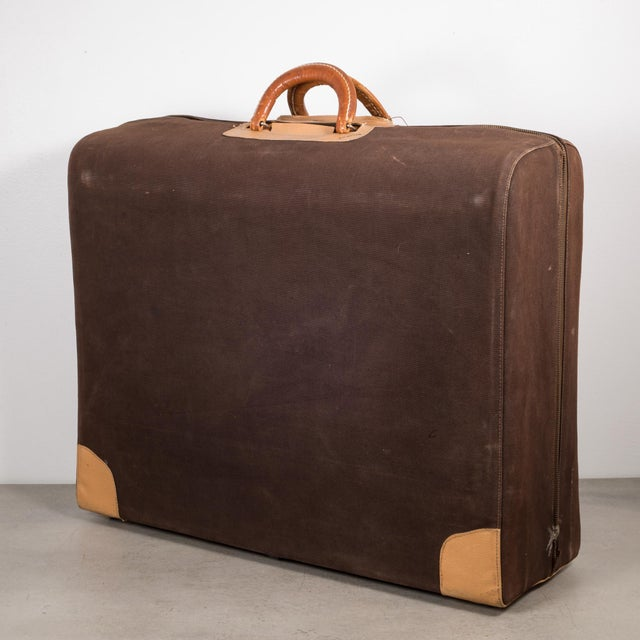 "Vintage ""The Colonel"" Leather Luggage C.1950-1960 For Sale - Image 13 of 13"