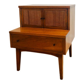 1950s Mid-Century Modern American of Martinsville Walnut Step Table For Sale
