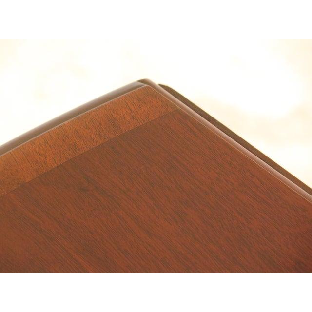 Federal 1940s Federal Kittinger Vintage Mahogany Drop Leaf Pembroke Table For Sale - Image 3 of 13