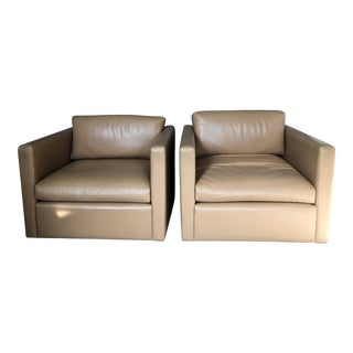 Knoll Pfister Lounge Chairs in Volo Leather- A Pair For Sale