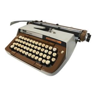 Vintage Mid-Century Smith Corona Classic Typewriter For Sale