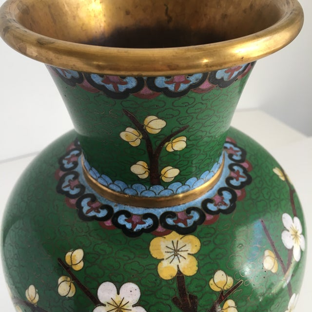 1960s Chinoiserie Kelly Green Large Cloisonné Vase For Sale - Image 9 of 10